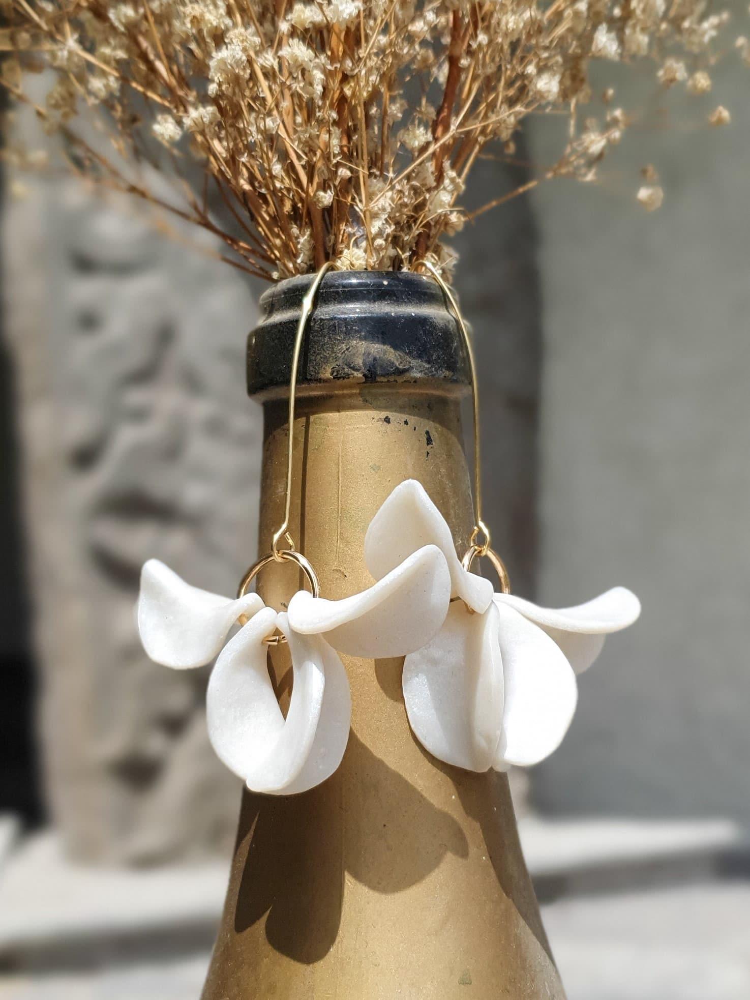 White Pink Primarosa Earrings by Mandarina by Dre | Inspire Me Latin America