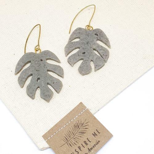 Monstera Leaf Earrings by Mandarina by Dre | Inspire Me Latin America