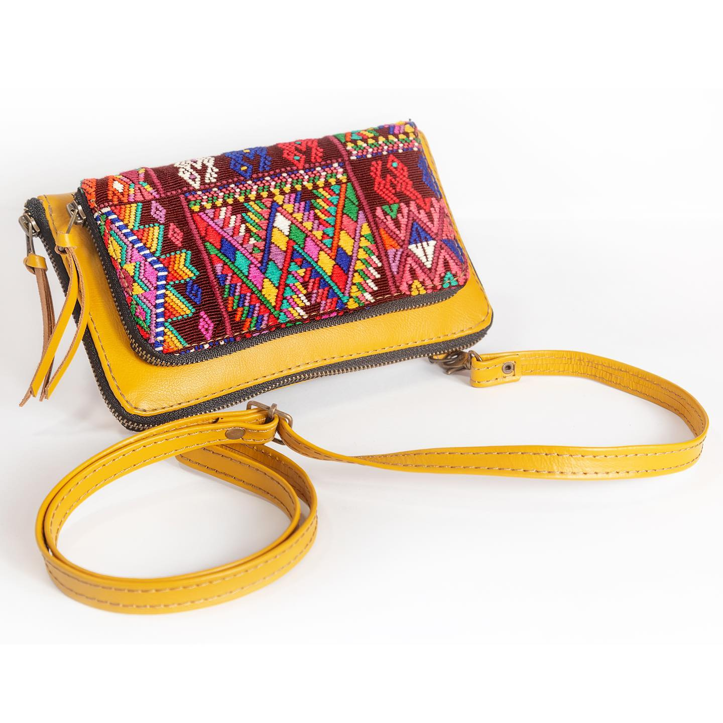 Amaite Convertible Clutch by Poncho's Bags | Inspire Me Latin America
